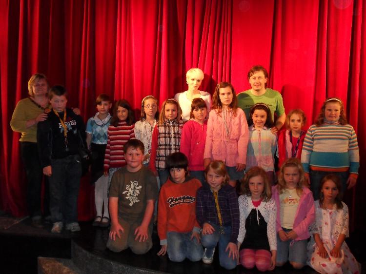 Prohlížíte si obrázky k článku: Divadlo kouzel - 1. a 3. třída