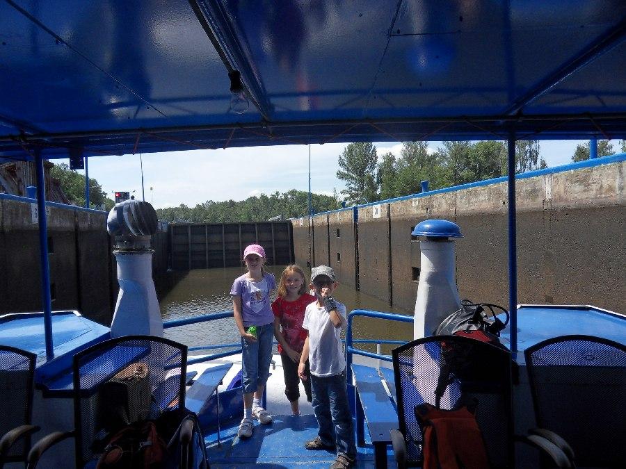 Prohlížíte si obrázky k článku: Výlet lodí - 1.AB a 2. tř.