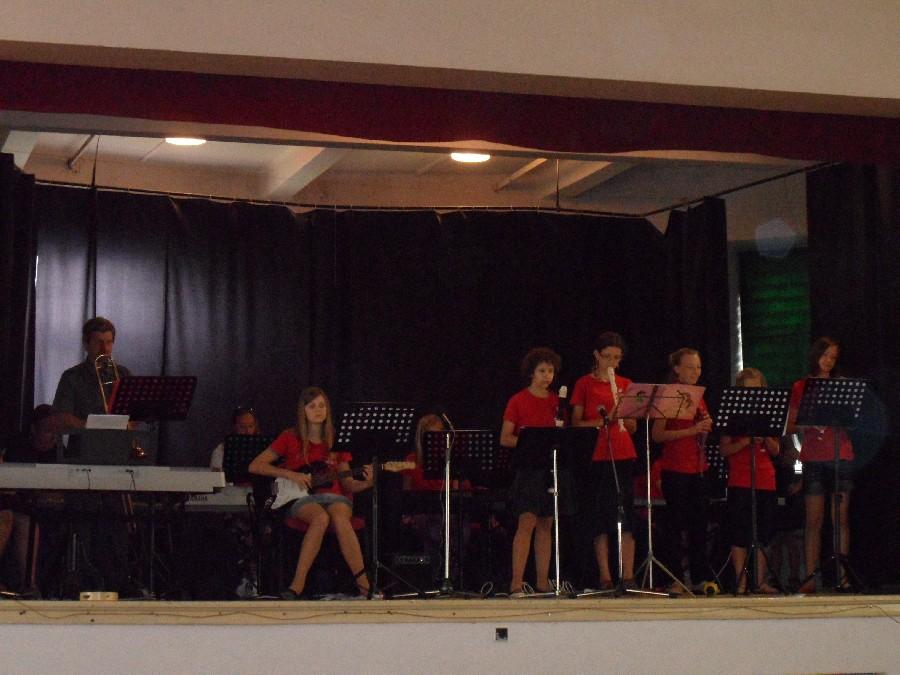 Prohlížíte si obrázky k článku: Koncert ZUŠ ve škole