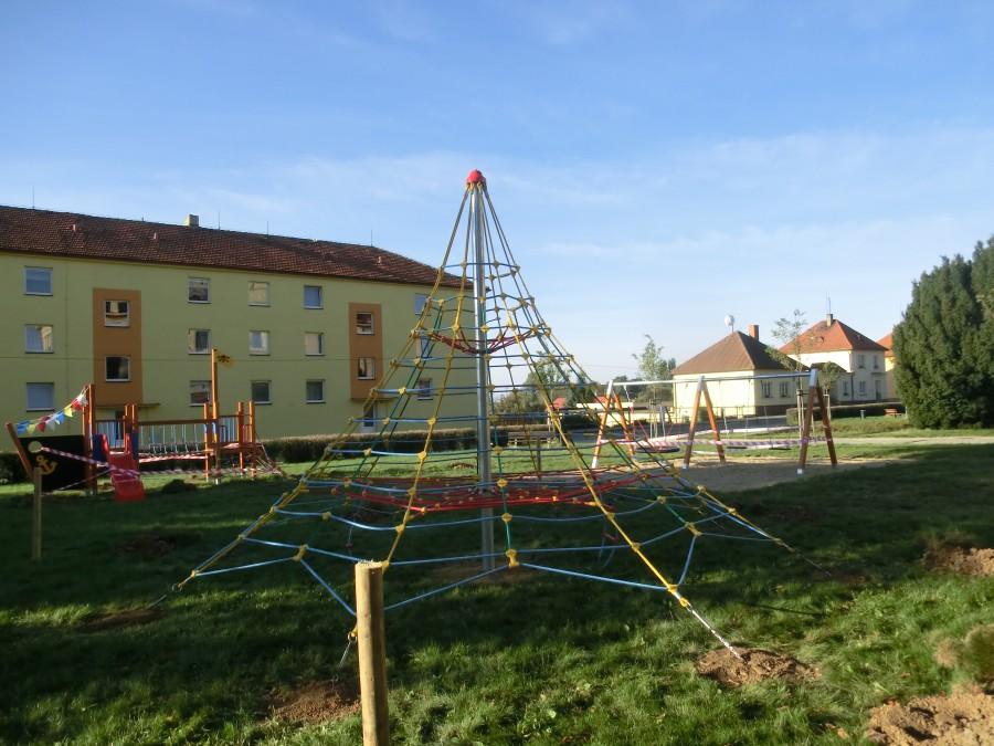 Prohlížíte si obrázky k článku: Dětské hřiště - nové 2013