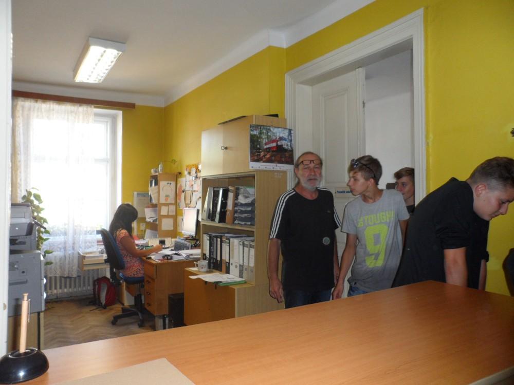 Prohlížíte si obrázky k článku: Návštěva 9. tř. na MěÚ