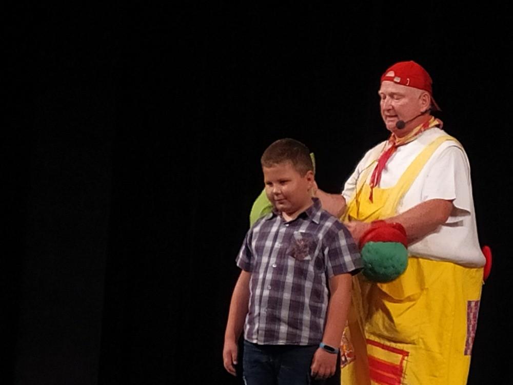 Prohlížíte si obrázky k článku: Divadelní představení pro 1. a 2. tř.