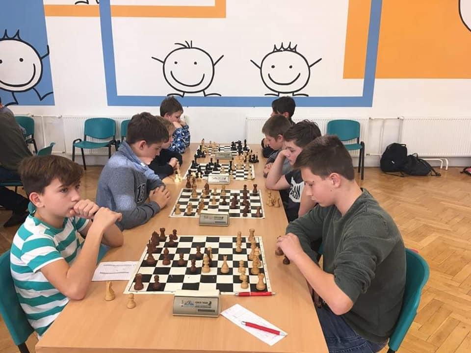 Prohlížíte si obrázky k článku: Šachový přebor škol - 7. místo v kraji