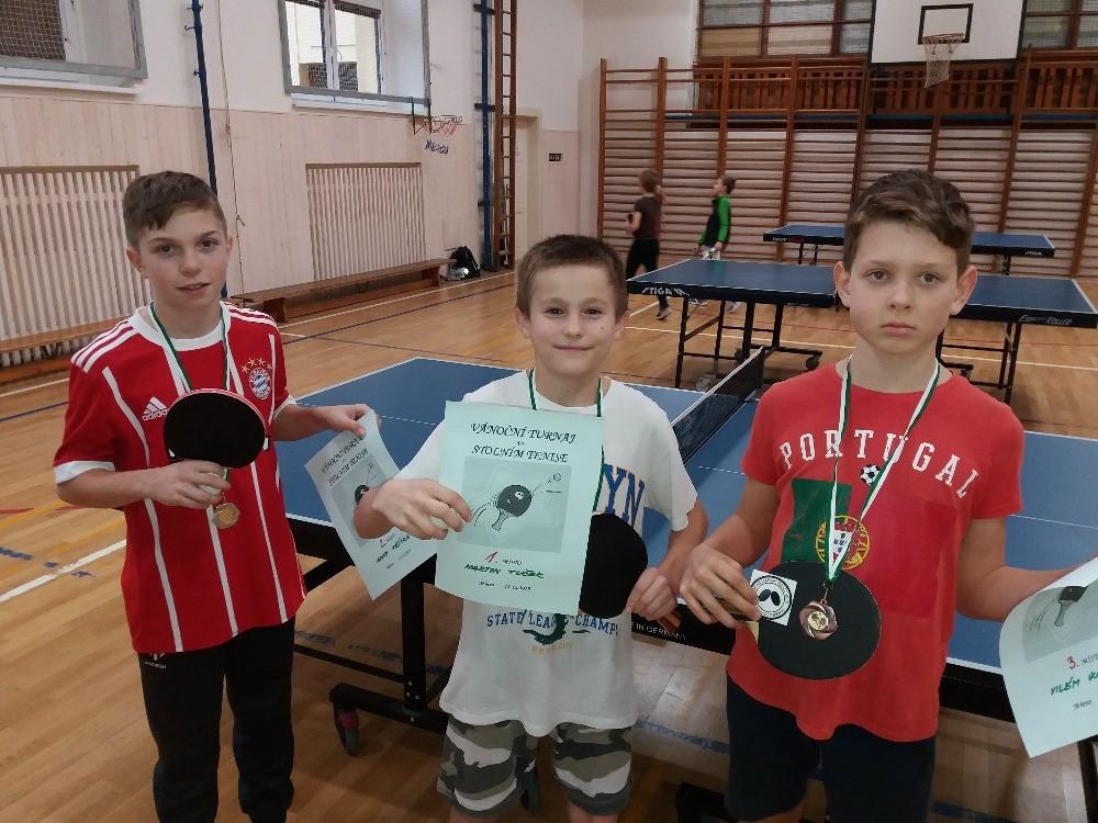 Prohlížíte si obrázky k článku: Vánoční turnaj ve stolním tenise